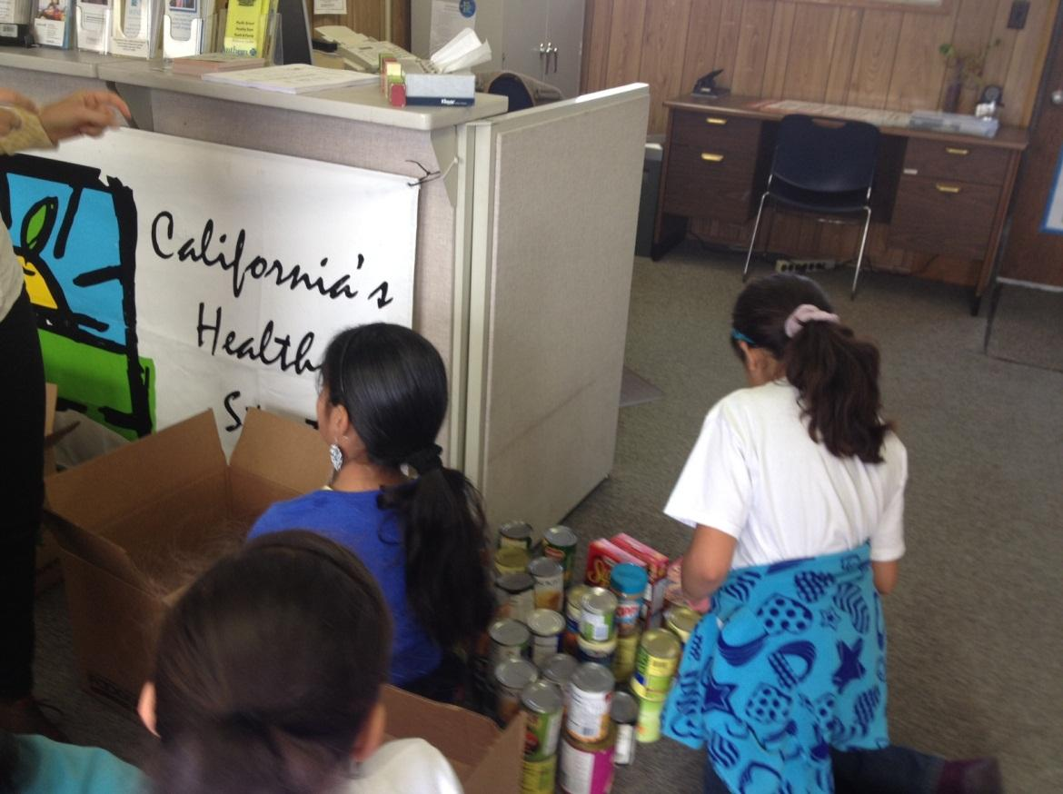 pacific students collect canned goods for local food closet