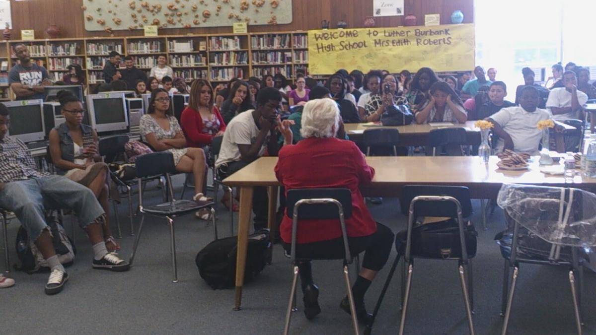 Image of Burbank students learn about Tuskegee Airmen